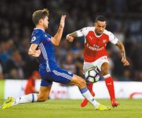 Arsenal tops Chelsea; United wins