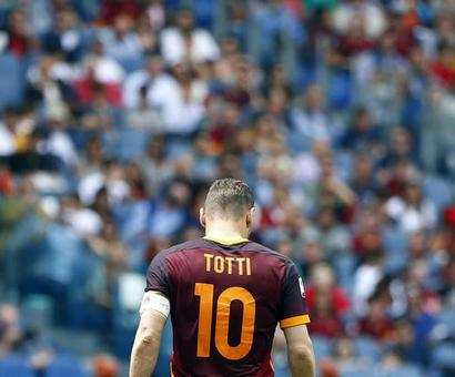 Serie A: Totti plays 600th league game as Roma go second