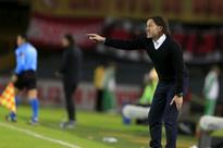 Milito and Pellegrino play musical chairs in Argentina