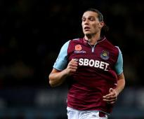 Hammers turn to Carroll after completing Rat signing