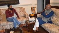 Vijay 'Gaffe' Goel calls Sindhu, Sakshi 'gold medallists'; takes 'how to sport' tips from Suniel Shetty