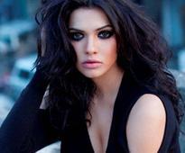Pakistani actress Sara Loren fears for her life after MNS 48-hour ultimatum?