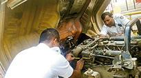 Bengaluru: Madiwala traffic police repair truck to ease jam