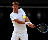 Tomas Berdych retains Shenzhen Open title to move close to ATP World Tour Finals