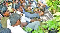 Sarath Kumar, Radha Ravi removed from Nadigar Sangam meeting