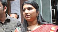 Ex- DMK minister took bribe from me: Saritha Nair