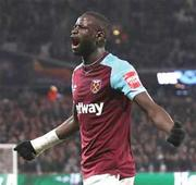 Moyes earns first point with West Ham in draw with Leicester