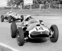 Stirling Moss says: 'Women can't compete in F1'