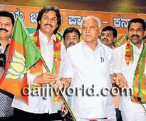 Bengaluru: Kumar Bangarappa joins BJP, says Congress losing base in state