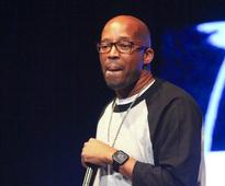 Warren G just gave the worst performance of Take me out the ballgame ever