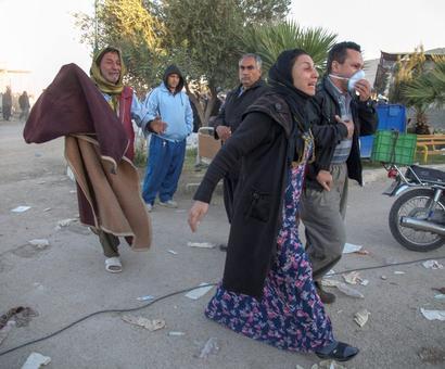 Toll in Iran-Iraq earthquake climbs above 300