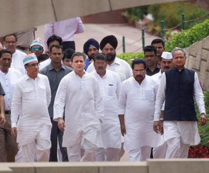 Rahul leads Congress fast against Modi govt, BJP dubs it as 'farce'