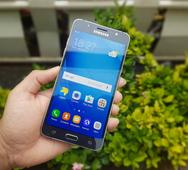 Samsung Galaxy J7 (2016) Review: Doesn't Stand A Chance Against The Competition