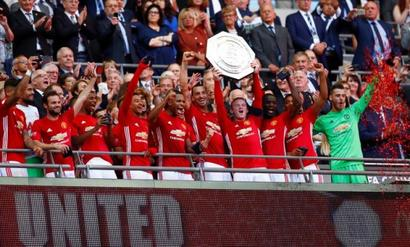 Zlatan gives Mourinho first trophy at Manchester United