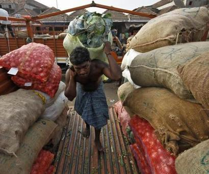 Shortage of Rs 100 notes brings wholesale markets to a halt