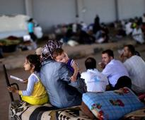 20,000 Syria refugees 'trapped'