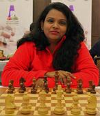 S Vijayalakshmi edges closer to title