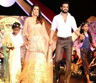 Check Out: Photos of Karan Patel, Sara Khan, Rati Pandey & Many Walk the Ramp for Noble Cause