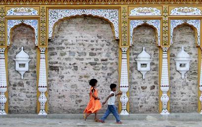 Pak to renovate Hindu temples, Indian pilgrims pray for peace