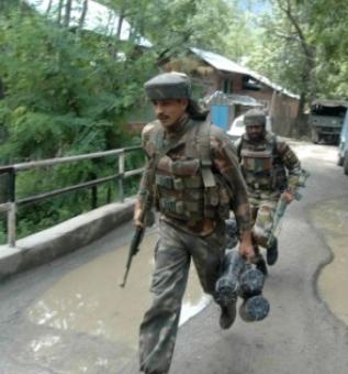 Militants attack CRPF camp in Pulwama, 4 jawans injured