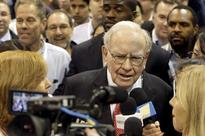 Donald Trump or Hilarry Clinton? Warren Buffett sees business as fine with either