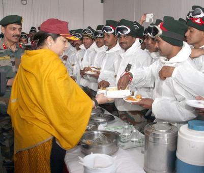 Smriti, Nirmala tie rakhi to 'brothers' at borders