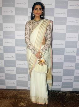 Sonam, Swara give Sari a thumbs up