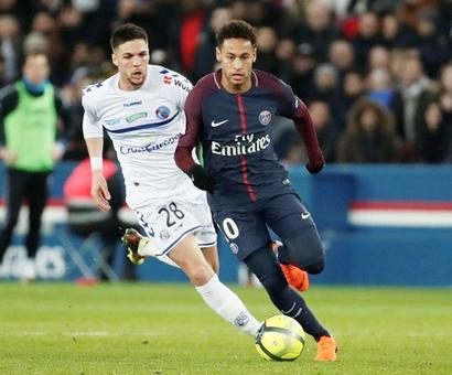 Soccer Briefs: PSG rally past Strasbourg; Bayern snatch late win