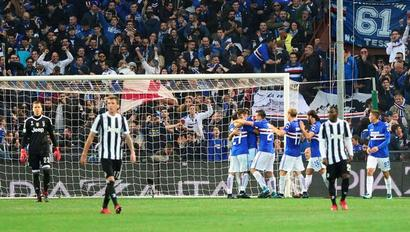 Football Briefs: Juve beaten at Samp; Schalke move to 2nd