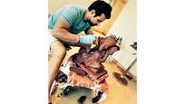 Rithvik Dhanjani carves his own Ganpati idol