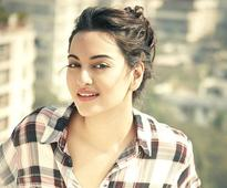 Sonakshi makes `crazy bunch` with Saifeena, Mika