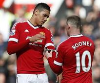 Manchester United news: Chris Smalling on Wayne Rooney being dropped for Leicester match