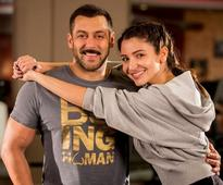 Anushka Sharma's first look in 'Sultan:' Actress lifts a male wrestler in style [PHOTO]