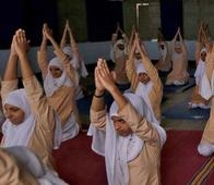 Muslim Girls Practice Yoga During Ramadan as It Helps Them in Fasting