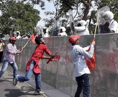 100 Left workers, 79 cops injured in clashes during protest march