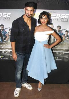 PIX: Sayani Gupta watches Inside Edge with Vivek Oberoi, Richa Chhada