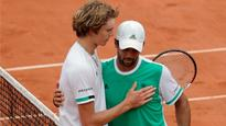 Fernando Verdasco and Del Potro advance in French Open, Alexander Zverev crashes out in first round