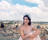 Sonam Kapoor in LA to decide on her look in 'Veere Di Wedding'