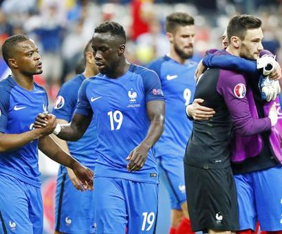 Euro final: French defender Sagna 'not afraid' of Ronaldo challenge