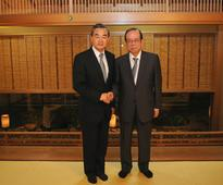 Wang Yi Meets with Former Prime Minister Yasuo Fukuda of Japan