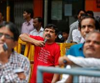 Indian shares edge lower as stronger rupee hits exporters