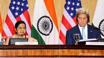Pakistan would appreciate US role in resolving all outstanding issues between India and Pakistan including Kashmir  Kerry's visit to India