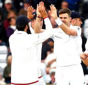 Headingly Test: James Anderson strikes as Sri Lanka follow-on vs England