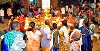 Devotees throng Siva temples