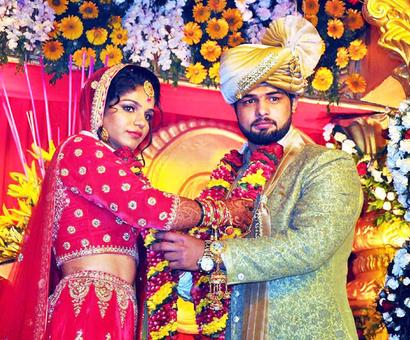 Olympic medallist Sakshi Malik ties the knot with fellow wrestler Satyawart Kadian