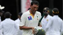 Younis Khan escapes ban after tendering apology