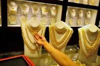 Gold prices plunge ₹180 on global cues