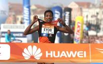 Local claims surprise victory in Venice marathon after favorites take wrong turn