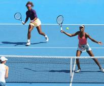 Serena and Venus Williams to face Seles