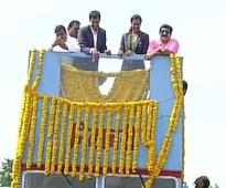 Rousing reception for Sindhu in Hyderabad